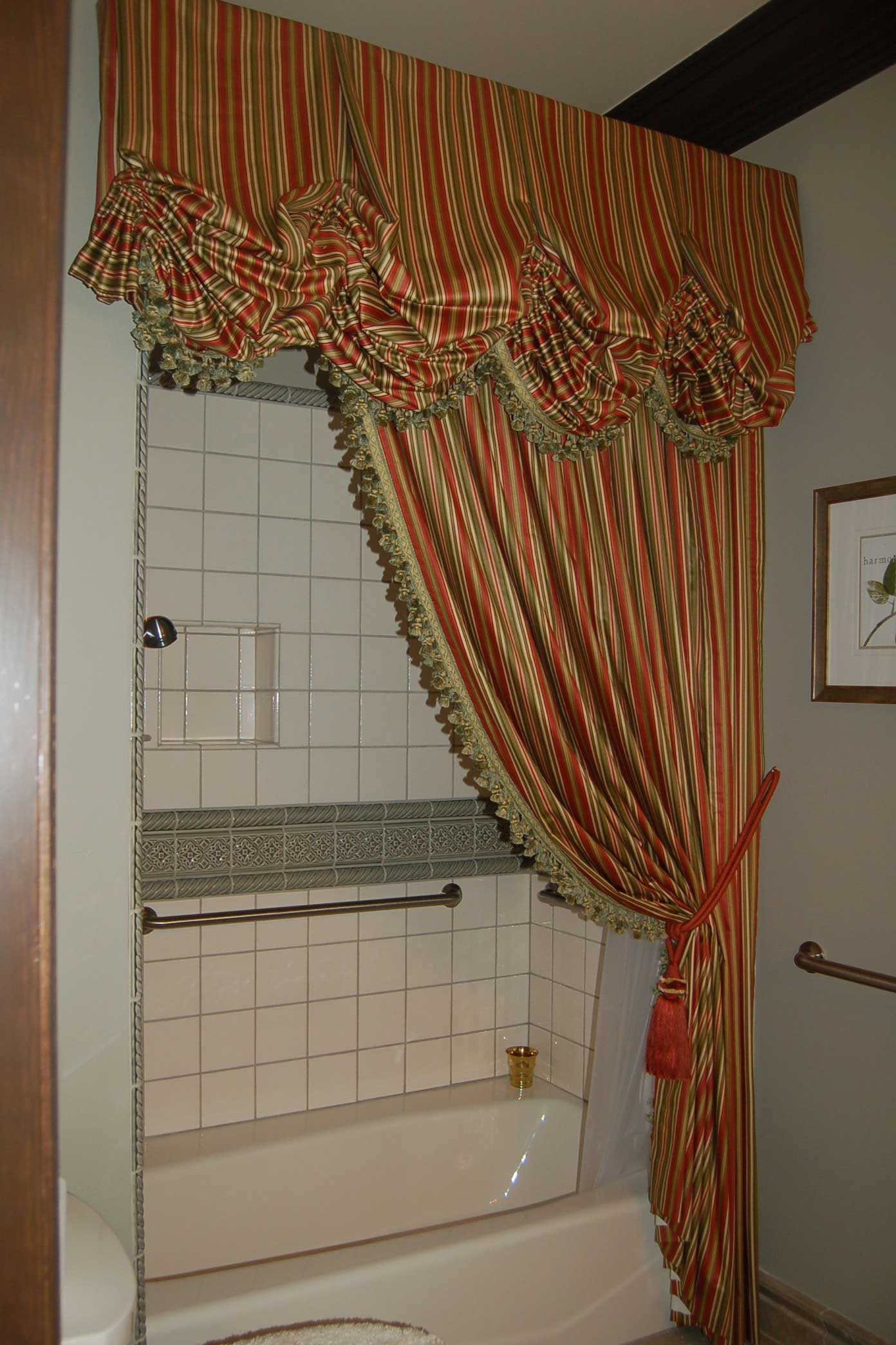 bathtub with partially covering curtain