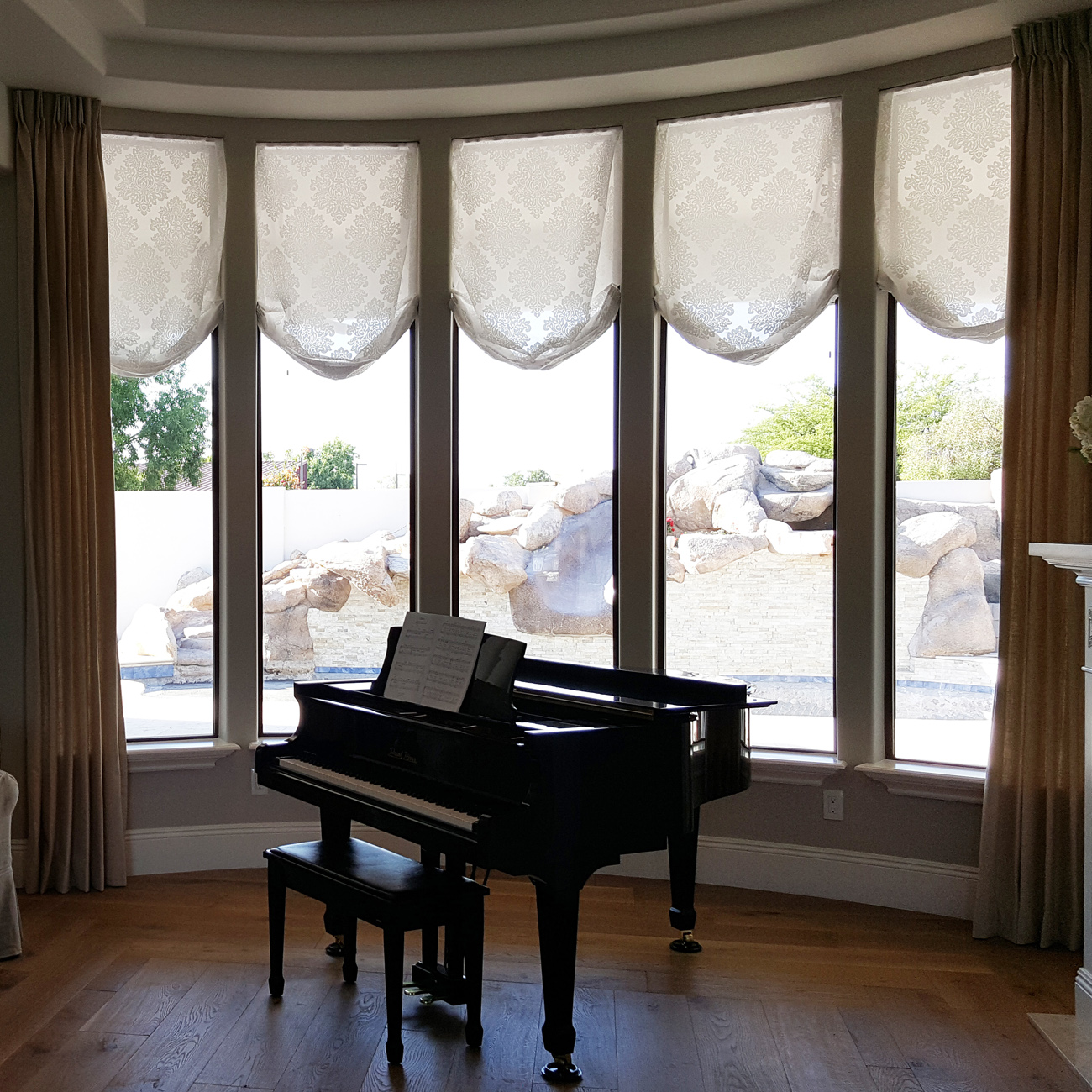 circular sidepanels with curtains