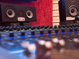 ear-fatigue-making-beats