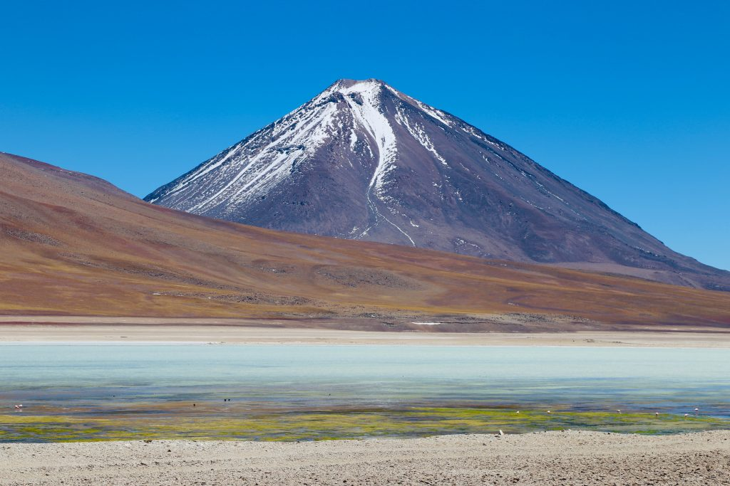 Vulcão Licancabur e a Laguna Verde