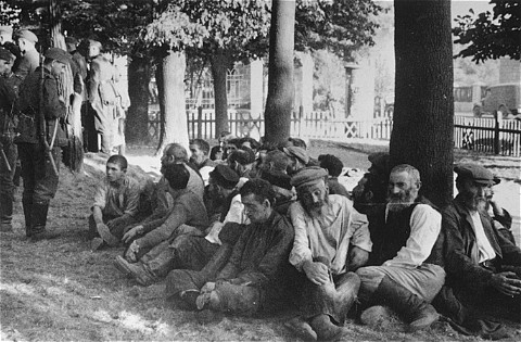 Jews rounded up in ghetto