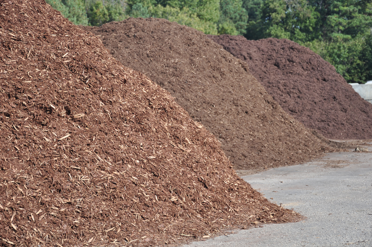 Brown Dyed Natural Wood Mulch