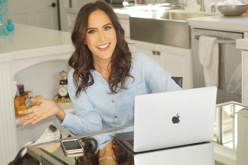 How To Become A MONEY-MAKING Blogger