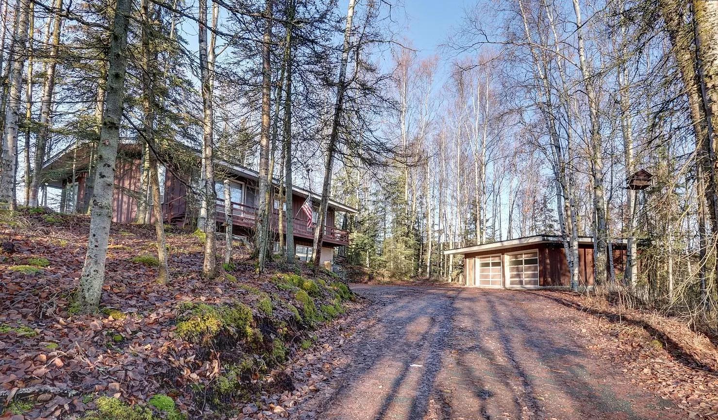 Mid-century estate home on 2 acres asks $595K