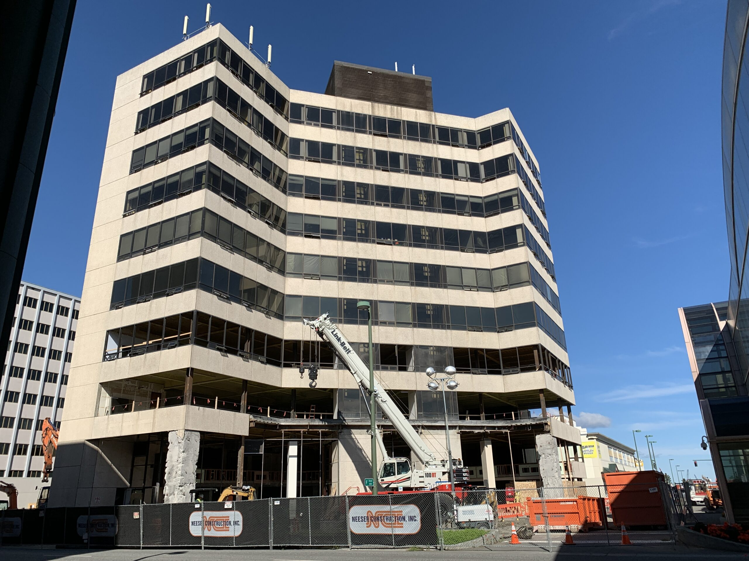 Downtown building says goodbye to the '70s