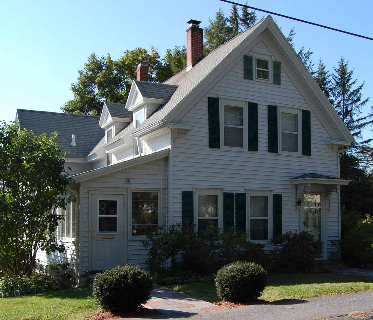 charming-colonial-spencer-ma
