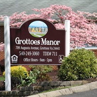 Grottoes Manor
