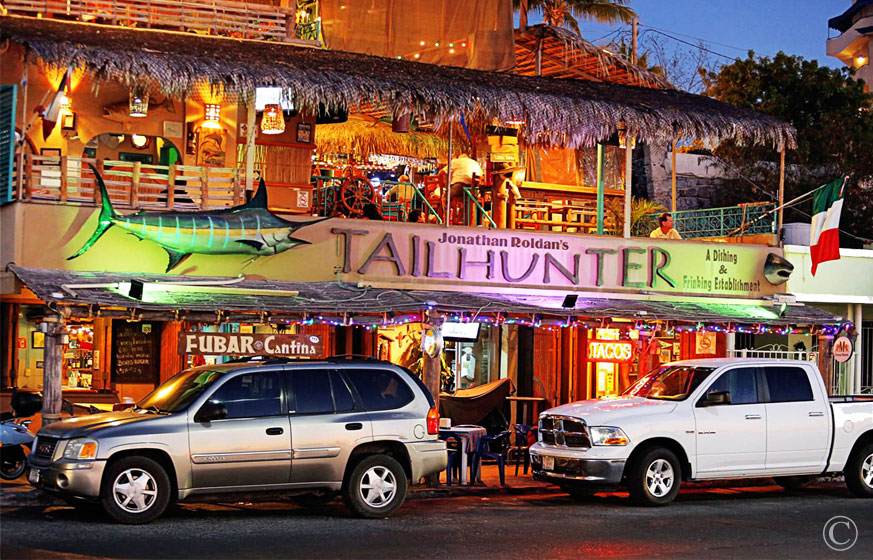 TAILHUNTER RESTAURANT in La Paz, Baja Sur - The Place in La Paz for Catching the Game, and Enjoying a Great Meal.