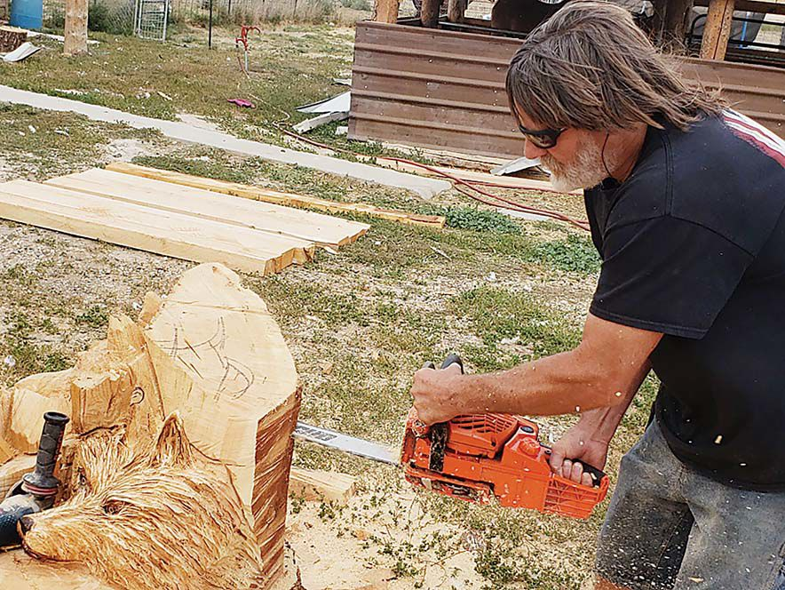 Les Smith invited to prestigious Chainsaw Carving Competition
