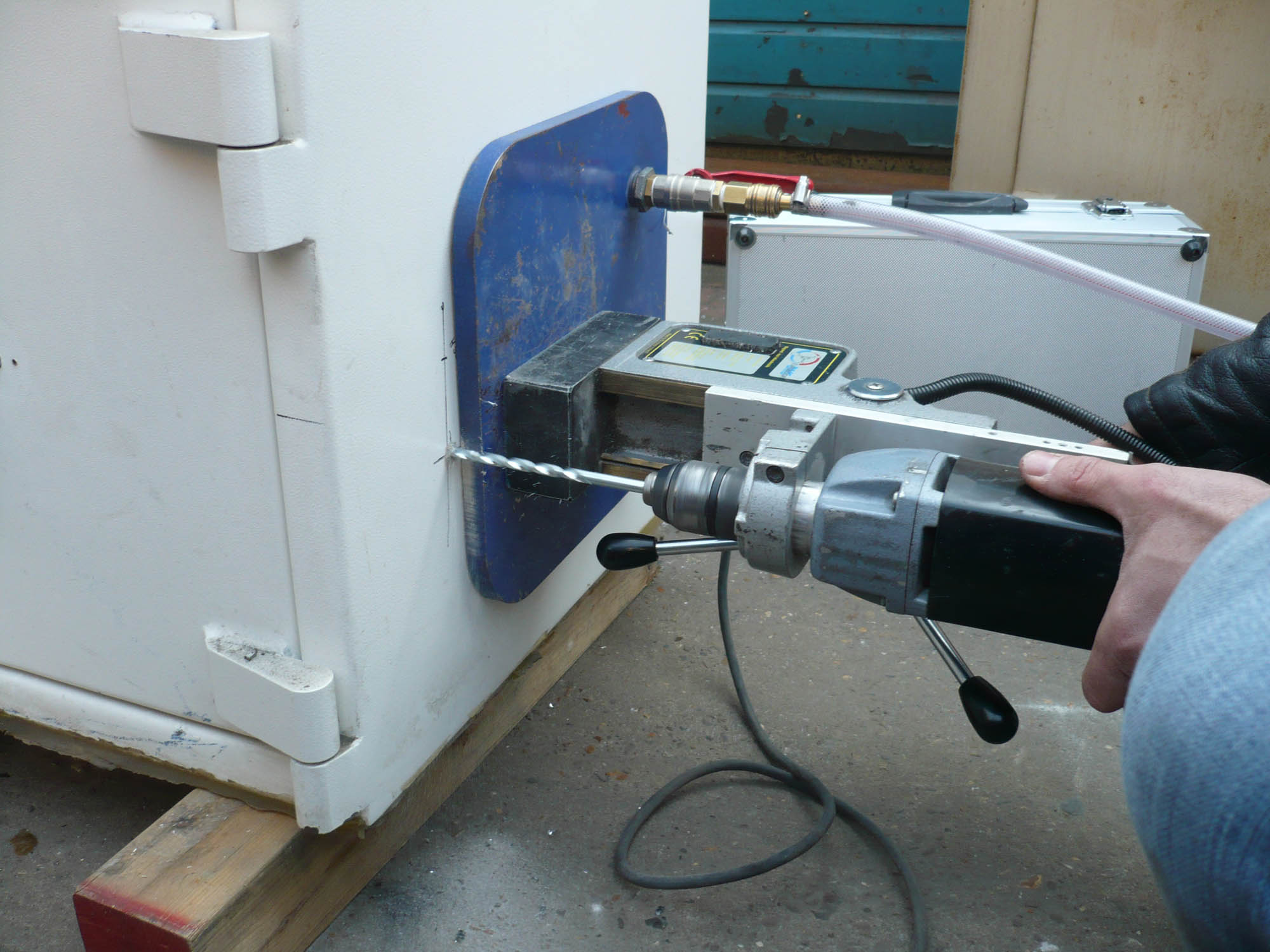 How to crack a safe weak point drilling