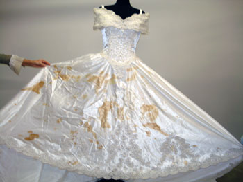 How to protect your wedding dress the day of the wedding