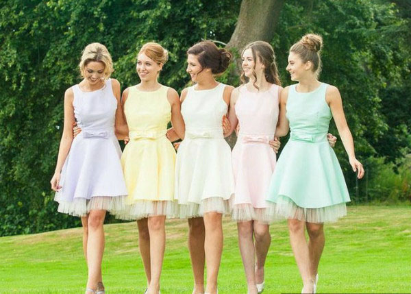 Ask a professional bridesmaid: How do I figure out who my bridesmaids should be?