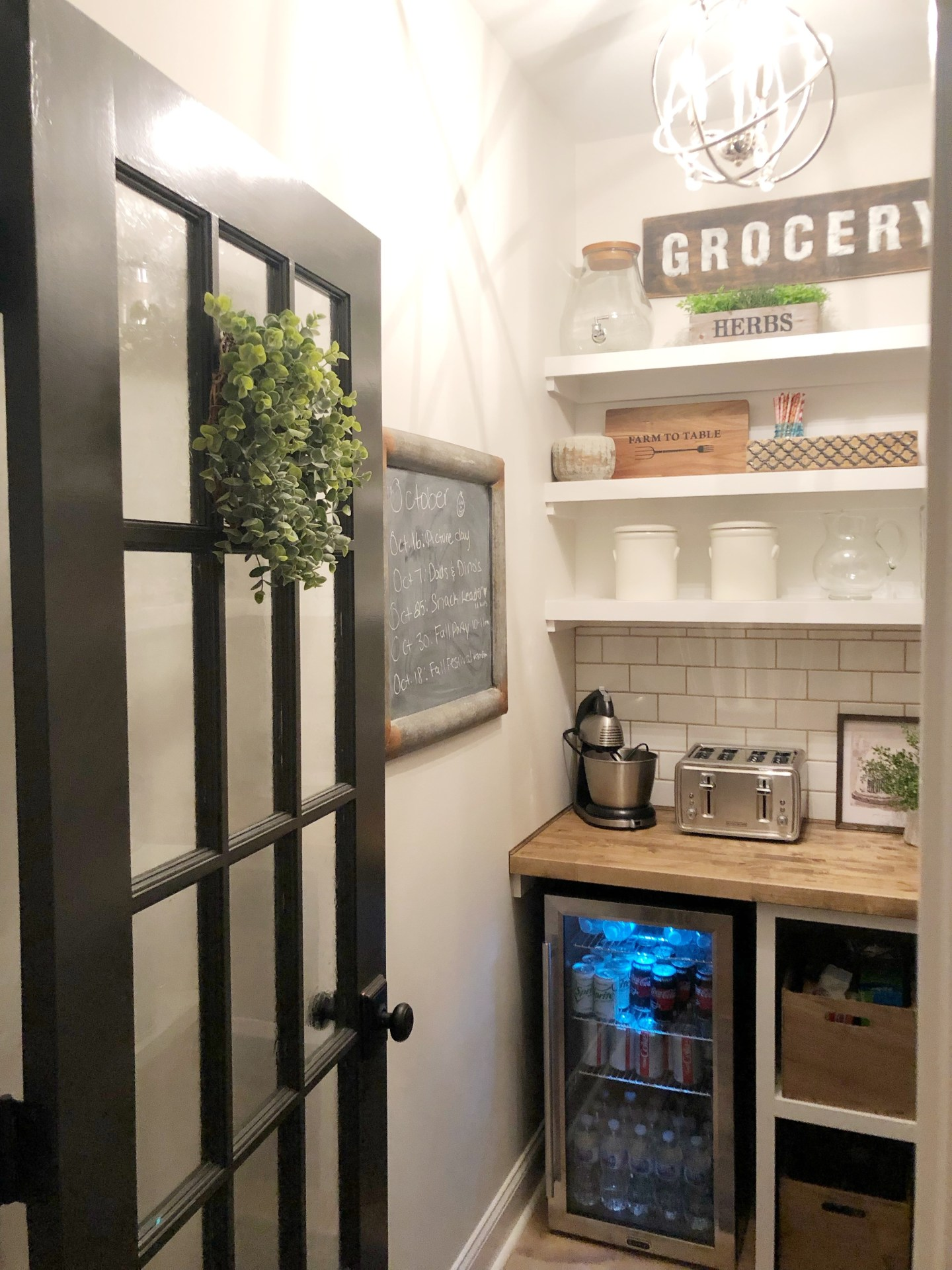 A Walk In Pantry Makeover From Builder Grade To Organized