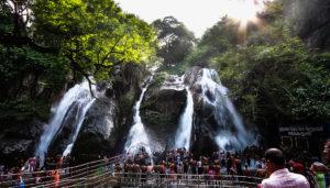 Courtallam Falls in Tamil Nadu / Flickr / SilkRouteTraveller