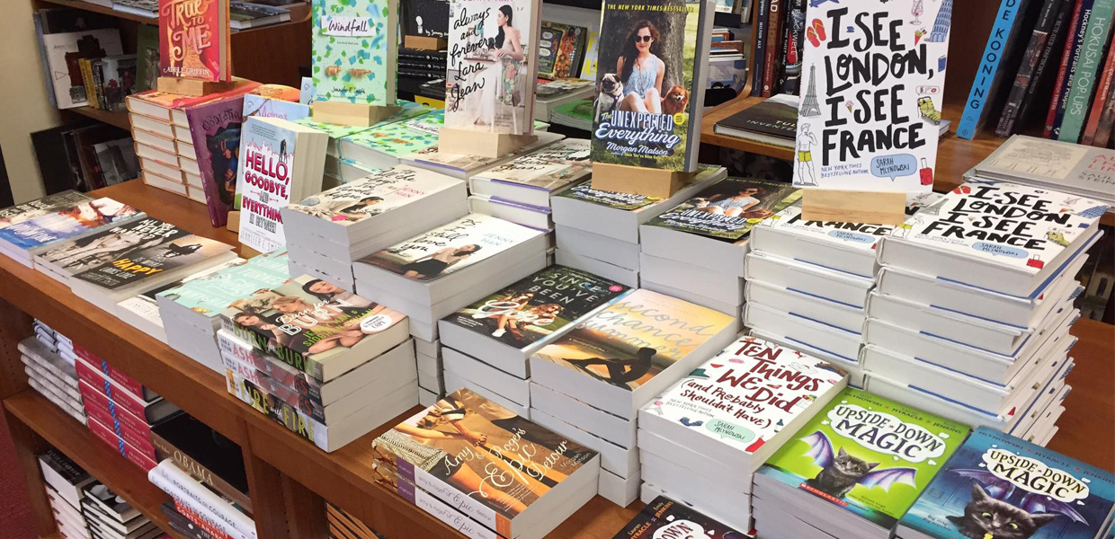 photo of popular books at Oblong Bookstore