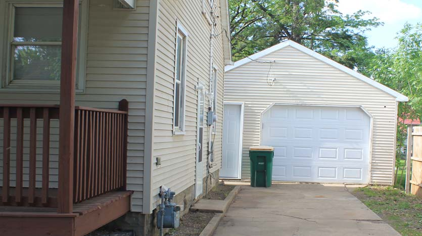 House for Rent In Independence Iowa - 1 Stall Garage