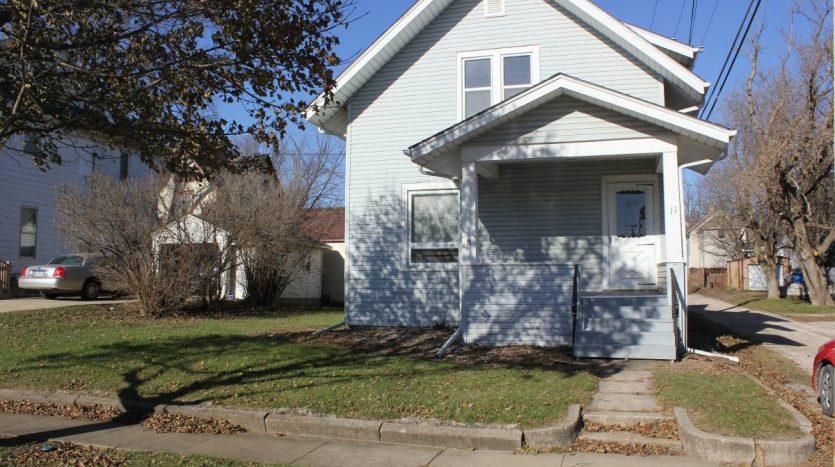 house for rent in Oelwein Iowa outside
