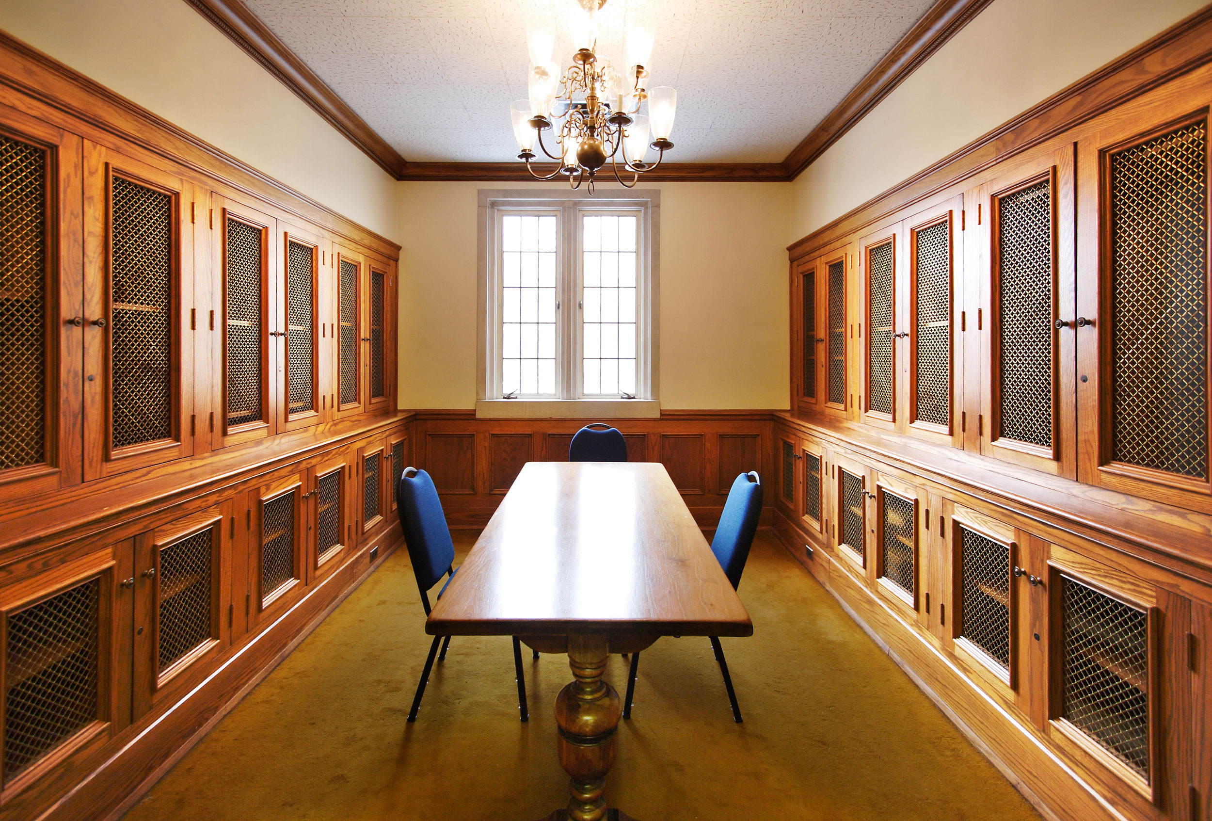 small library with windows, chandelier, conference table and chairs
