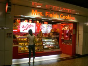 HK Wan Chai MTR Station Mrs Fields Cookies By MFOCBonds (Own work) [GFDL (http://www.gnu.org/copyleft/fdl.html) or CC BY-SA 3.0 (http://creativecommons.org/licenses/by-sa/3.0)], via Wikimedia Commons