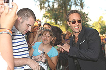 """Alex O'Loughlin (right) celebrates the second season premiere of """"Hawaii Five-0"""" with fans in Honolulu 