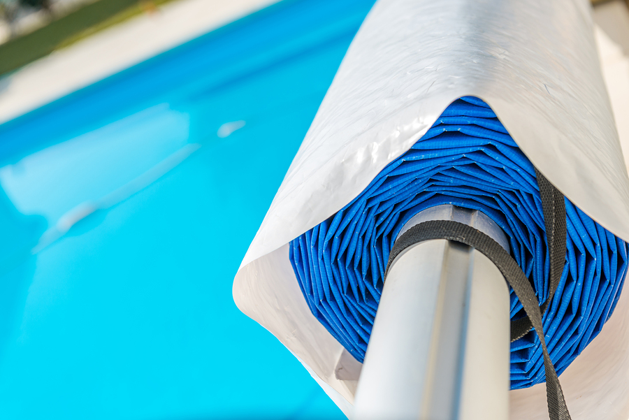 Pool Builder In Arizona - The Pros and Cons of a Swimming Pool Cover