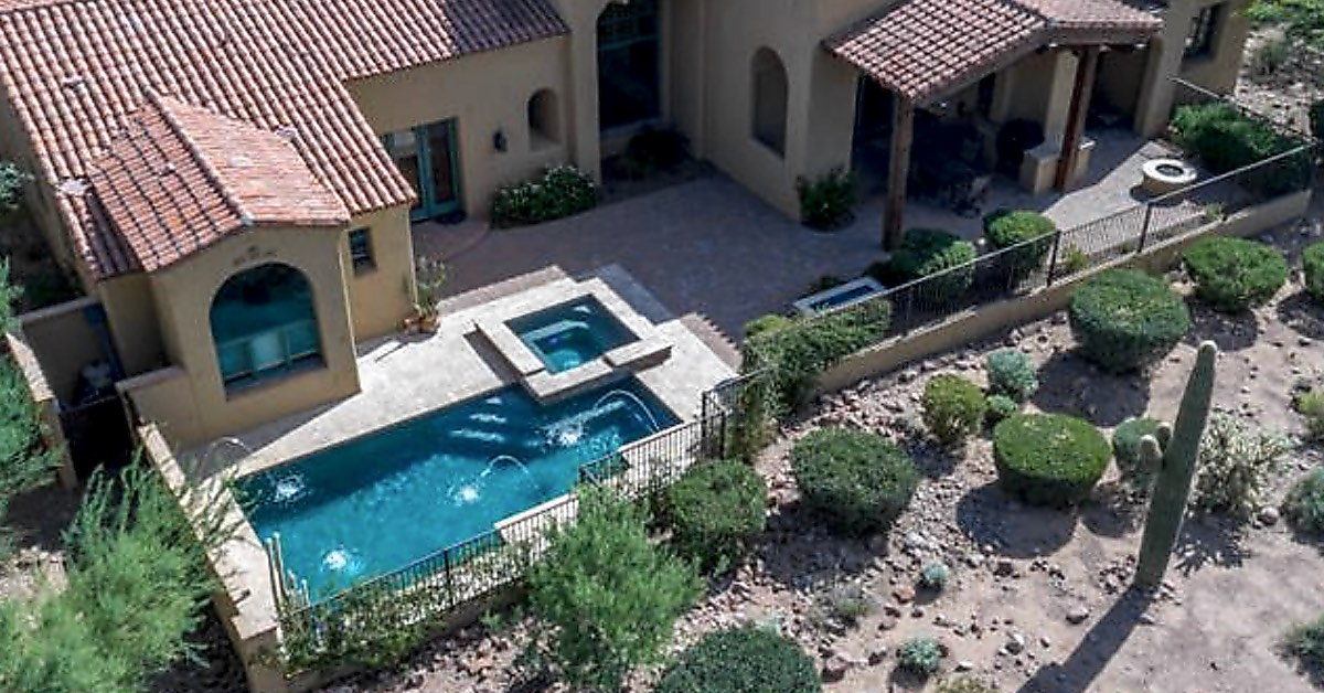 Spectacular Pools With Innovative Hardscaping