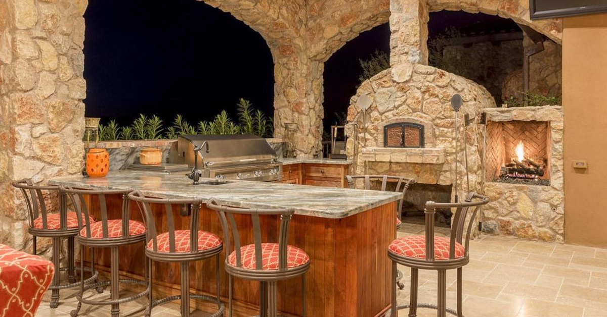 Outdoor Kitchens That Impress!