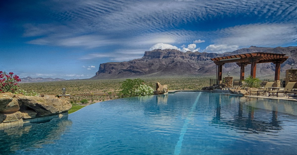 Luxury Pool Builder with High-End Designs