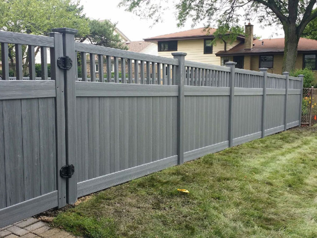 V-0720 - Vinyl Fence with Decorative Top