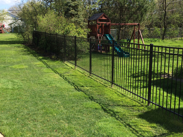 S-015 - Short Steel Fence