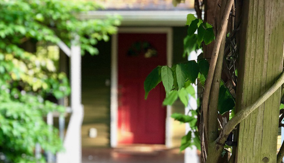 Front door of student housing available for pilots in Newberg, Oregon