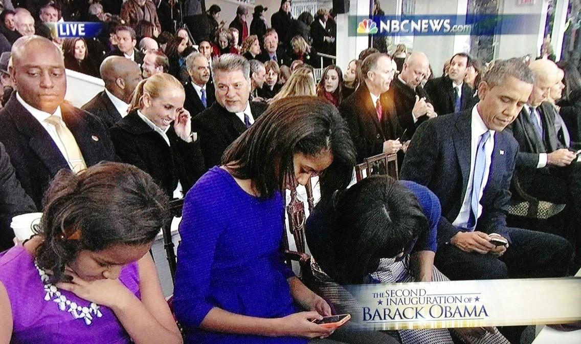 Inauguration: The Obamas captured looking like the average smartphone-addicted family (PHOTOS)