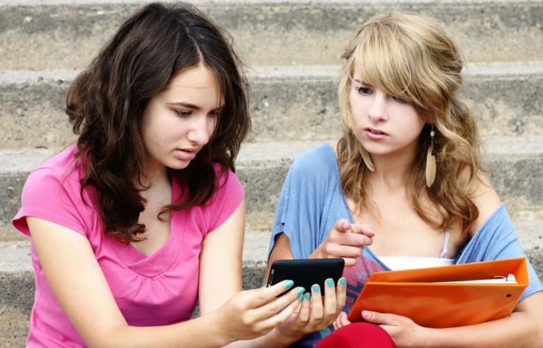 4 Ways Teens give away their Privacy on Facebook