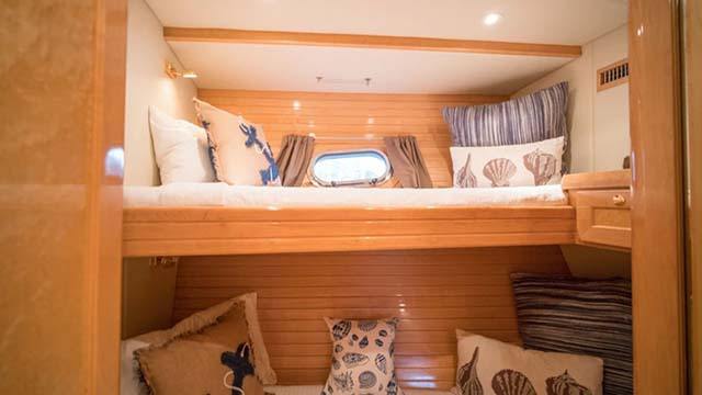 Los-Angeles-Yacht-Charter_0014_63 Foot Luxury Yacht