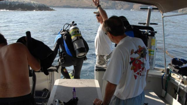 Sport-fishing-boat-4