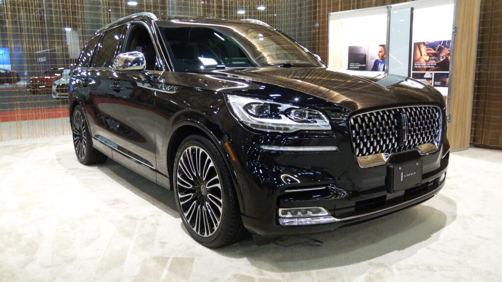 2020 Lincoln Aviator Black Label in black