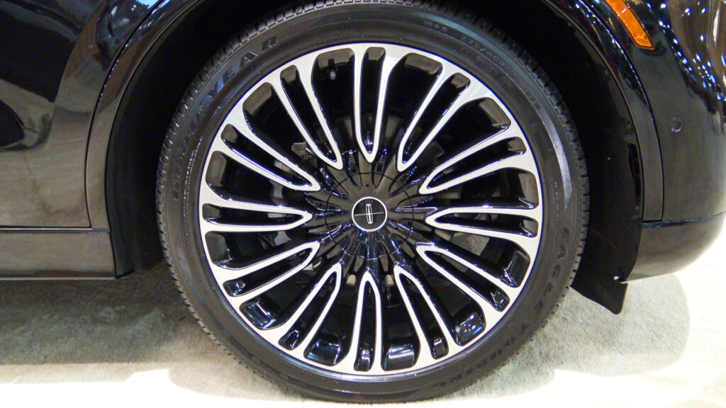 2020 Lincoln Aviator Black Label Rims