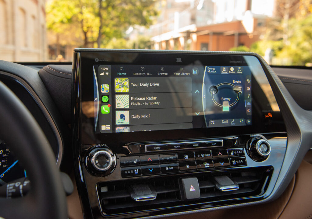 Toyota Entune 3.0 Touchscreen Highlander 2020 Interior  BEST Road-Trip Cars of 2020