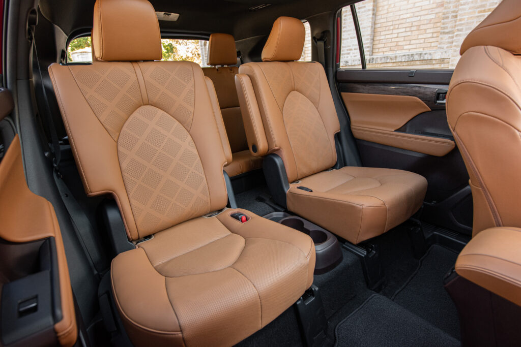2020 Highlander Hybrid 2nd-Row Seats Access