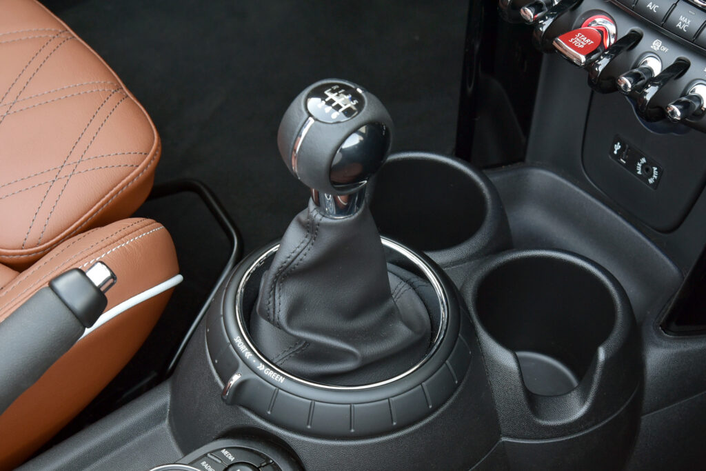 6-Speed Manual Transmission - 2021 Mini Cooper S