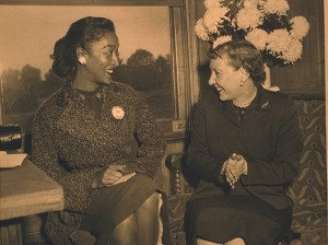 Evelyn Cunningham interviews Mamie Eisenhower during the 1052 presidential campaign. (Photo courtesy of Evelyn Cunningham)