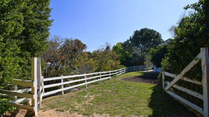 15 Middleridge Lane N, Rolling Hills