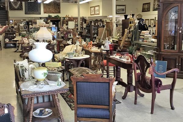 Antique Shopping in Iowa Falls