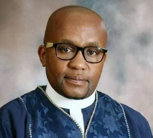 Moment a South African Pastor Mysteriously Slumps and Die while preaching