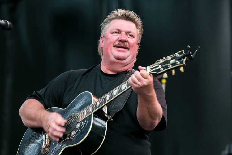 Famous Country Music Legend Joe Diffie die from COVID-19 Complications