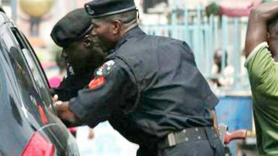 Policeman Dehumanize Pepper Seller Over N200 Bribe in Lagos