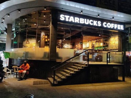 Starbucks Face Backlash After Prohibiting its Workers from Wearing #BLM Themed T-shirts
