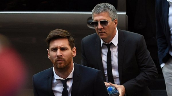 Lionel Messi's Dad Is Negotiating 2 Year Deal With Manchester City: Messi Wants Out