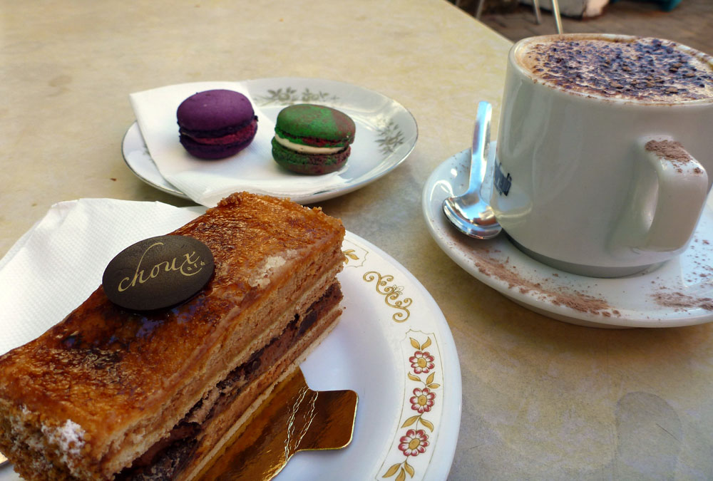 cake and macaroon