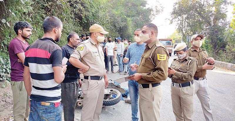 बेकाबू ट्रक ने कुचला बाइक सवार, पुलिस ने मामला दर्जकर छानबीन शुरू